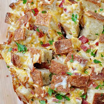 Cheesy Pull-Apart Bread with Bacon, Garlic, Cheddar and Swiss ~ the ultimate snack for your Super Bowl party! | FiveHeartHome.com