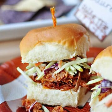 Slow Cooker Root Beer Pulled Pork Sliders with Creamy Broccoli Slaw {PLUS} Printable Super Bowl Drink Tags | FIveHeartHome.com