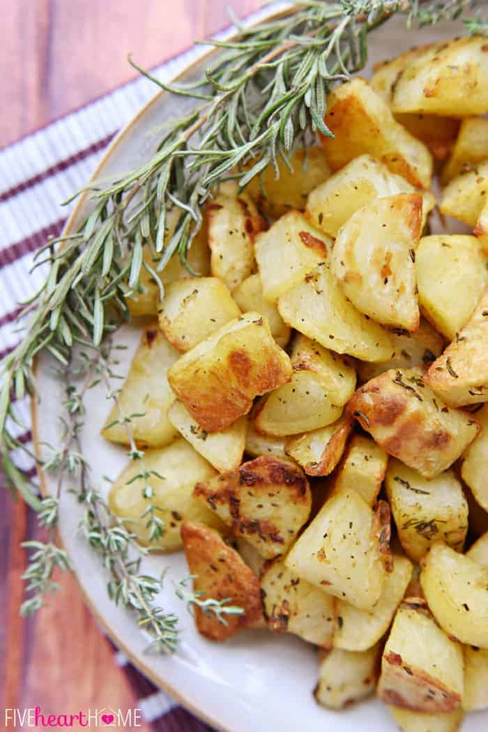 Garlic and Herb Roasted Potatoes ~ a simple, delicious side dish ...