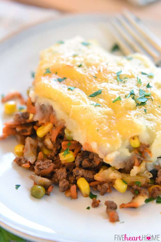 Skillet Shepherd's Pie ~ a one-pot dinner loaded with savory beef and colorful veggies, and the perfect recipe to use up those leftover mashed potatoes! | FiveHeartHome.com