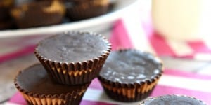 Homemade Peanut Butter Cups ~ these easy, all-natural peanut butter cups whip up with just three ingredients! | FiveHeartHome.com