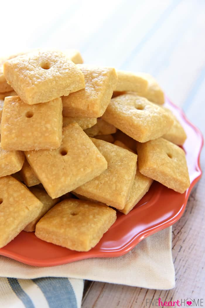 Homemade Cheese Crackers ~ tasty and all-natural, these savory ...