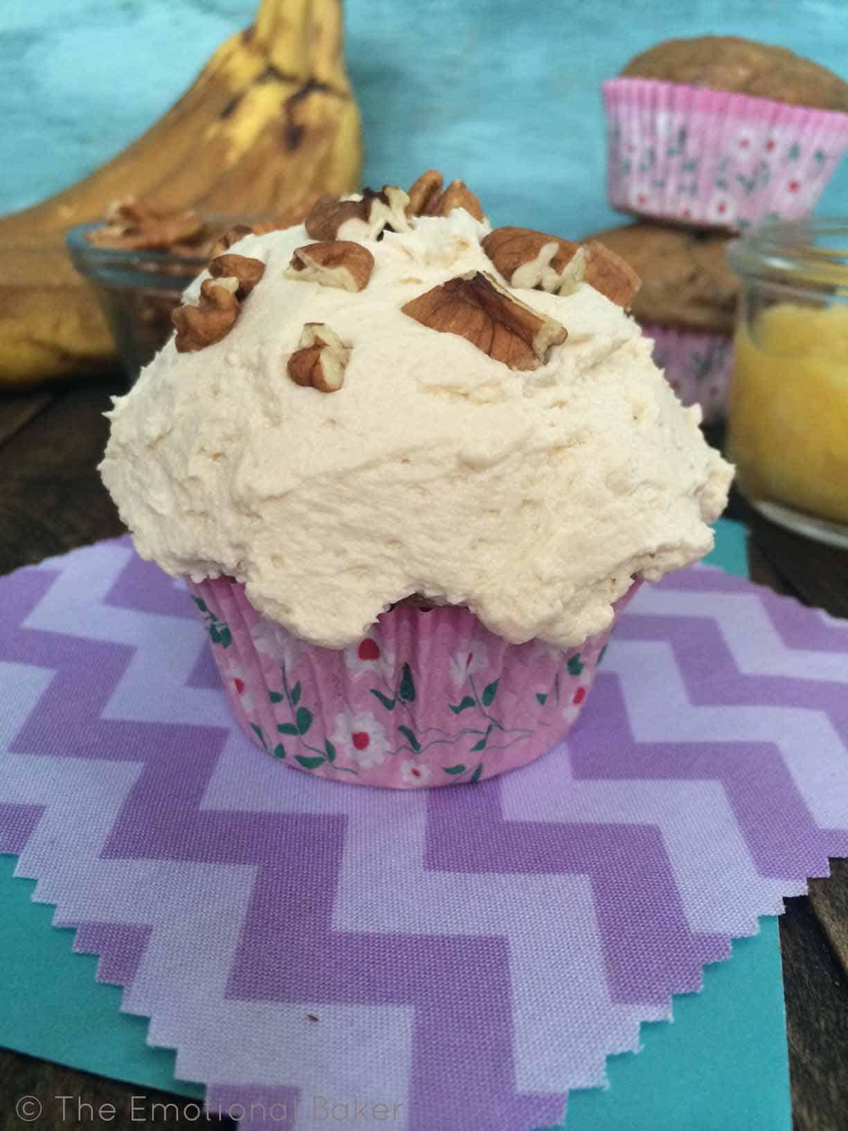 Hummingbird Cupcakes | TheEmotionalBaker.com