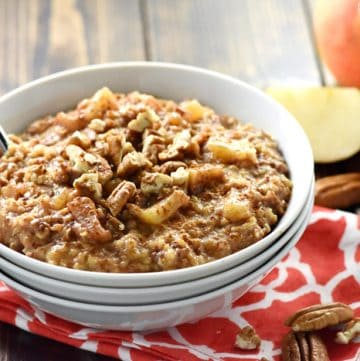 {Overnight} Slow Cooker Apple Pie Steel Cut Oatmeal {with a secret trick for no burnt edges!}