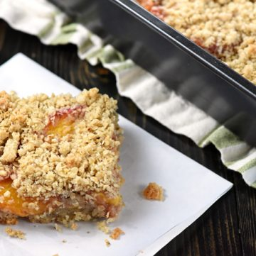 Peach Crisp Bars ~ a buttery shortbread crust is topped with fresh, sweet peach slices and an oat-flecked crumble in this delicious, easy-to-assemble summertime dessert recipe! | FiveHeartHome.com