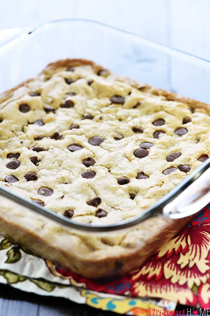 One-Bowl Blondies in glass dish