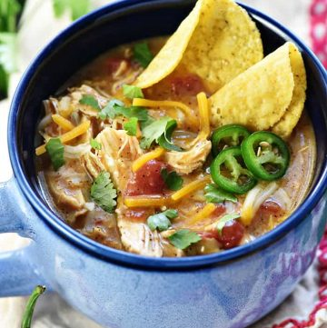 King Ranch Chicken Soup ~ a creamy and comforting soup recipe with all the zesty flavor of the classic casserole...and it's easy to make in the slow cooker, in the Instant Pot, or on the stove! | FiveHeartHome.com