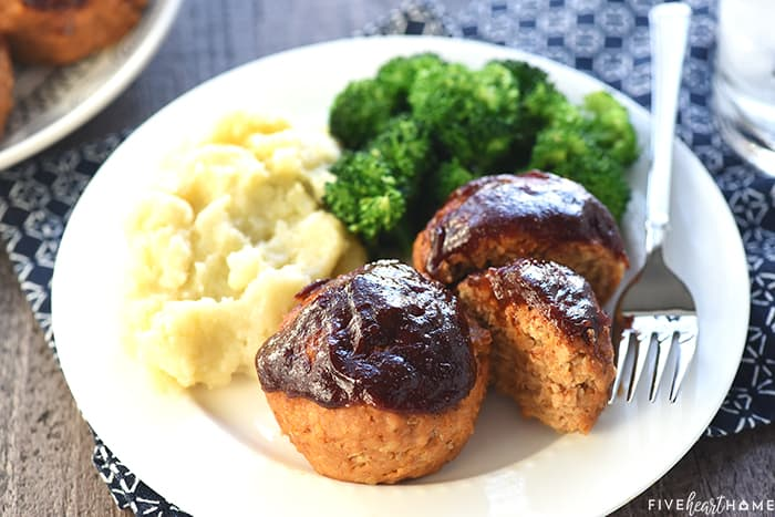 Turkey Meatloaf Muffins with mashed potatoes and broccoli