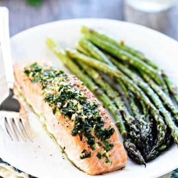 Baked Salmon with Garlic & Parsley ~ a flavorful, delicious recipe that comes together in a flash, perfect for impressing company or as a go-to weeknight dinner! | FiveHeartHome.com